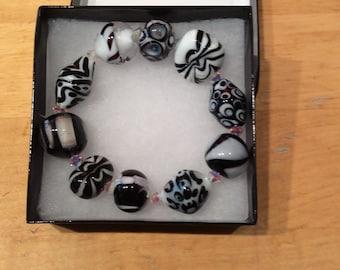 Bracelet Black and White Lampwork Beads made by Kretz