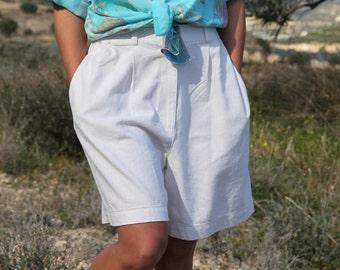 White vintage ramie cotton bermuda shorts.size 40 (m)