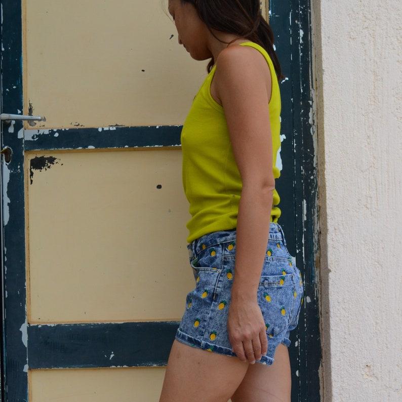 Blue denim embroidered pineapples vintage shorts.size s