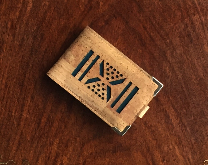 Vegan beige cork fabric/cork leather mini-wallet with 4 slots (doubled takes 8 or 10 cards) geometric decoration backed in coloured cork