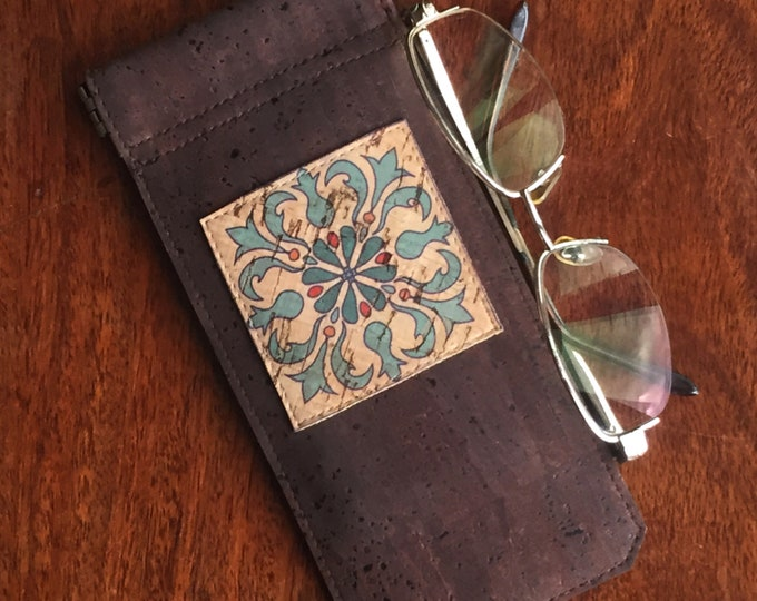 Chocolate brown vegan cork fabric - cork leather - spectacles case - glasses case - square beige appliqué - flexible spring closure