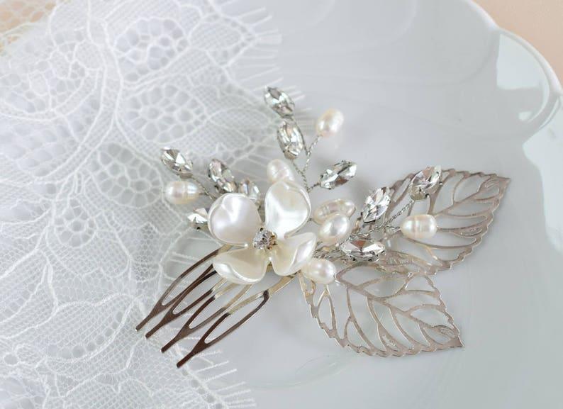 Flower hair pins Gold leaf headpiece Bridal leaf hair piece Wedding rhinestone headpiece Veil hair pins Pearl bridal hair comb