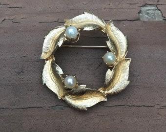 Brooks Signed brooch, wreath, pearls