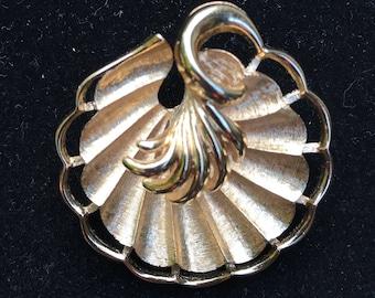 Monet brooch, Monet scallop brooch, Monet shell brooch