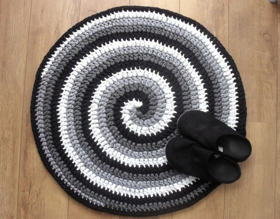 Crochet rug pattern Black White and Gray Spiral Crocheted