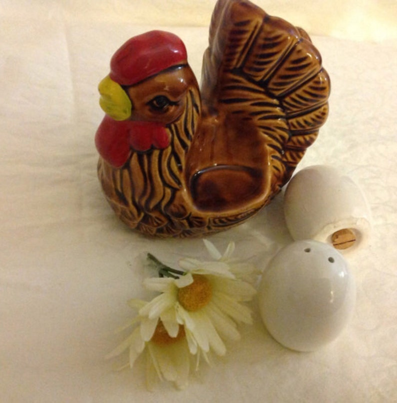 Vintage brown hen napkin holder with salt and pepper eggs