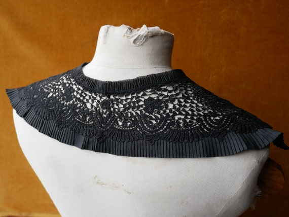 Victorian Mourning Lace Collar plus Other Mourning