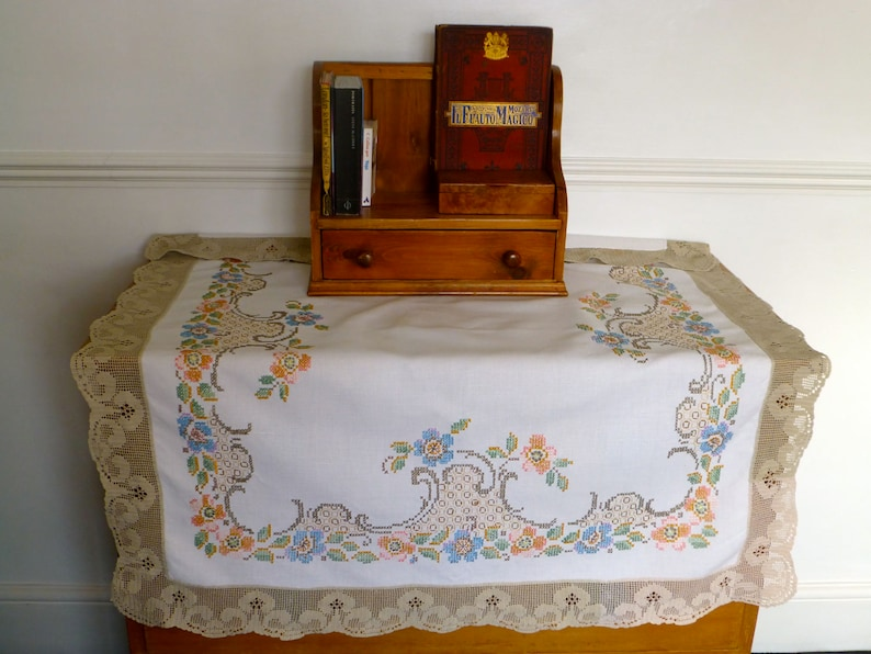Vintage Linen Tablecloth with Hand Embroidered Cross Stitch /& Crochet Edging 102 x 95cm