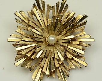 Boucher© Snowflake Pin with Cultured Pearl