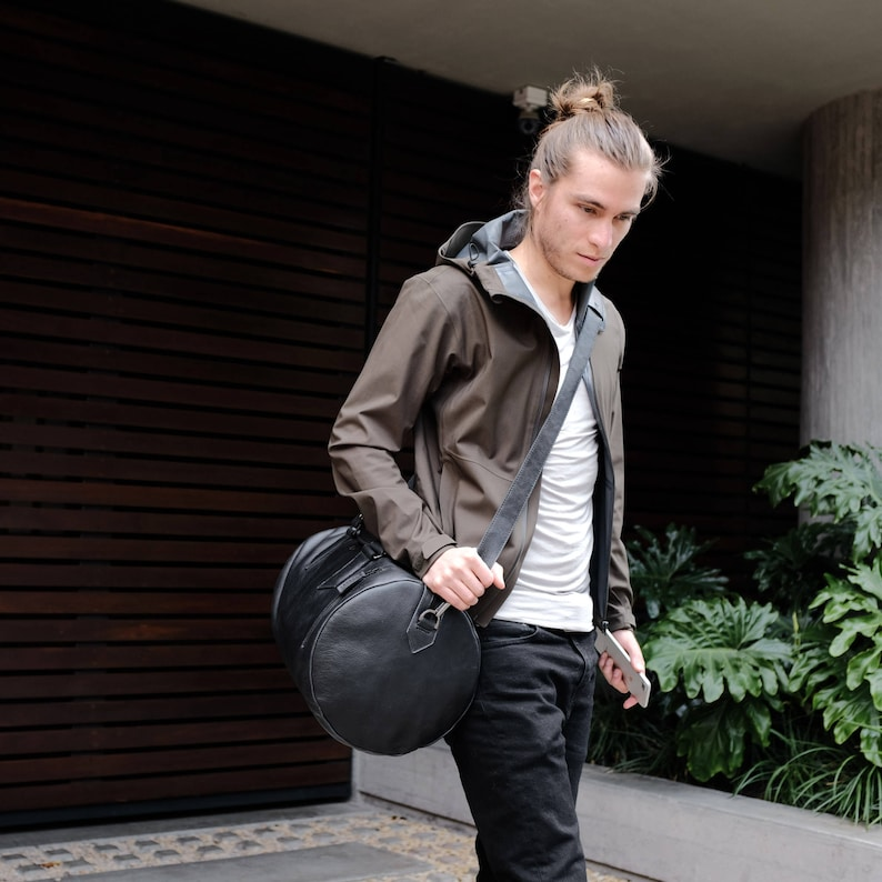 b7159be40fbe Black Leather Duffle Bag Men 25L Shoulder Travel Weekender