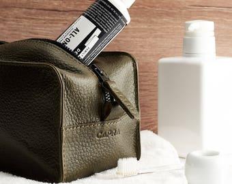 Green Leather Toiletry Bag with Waterproof liner, Custom Mens Dopp kit, Travel Bag, Gifts for Men, Groomsmen, Shaving bag. Monogrammed Bags