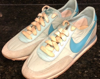 cheap for discount e3229 5baba Vintage Light Blue Nike Waffle Diablo 1983 Women s Running Shoes Size 7.