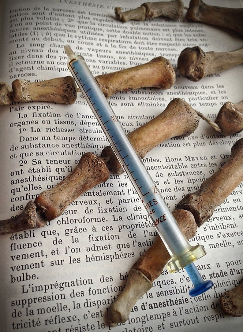 Www Un Temps Pour Elles Com vintage xxth glass insulin / medical syringe // curiosity cabinet //  medical // gift