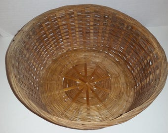 Wicker Basket / Oval Basket / Bread Basket / Farmhouse / Country Living / Rustic / Round Basket / Woven / Wicker / Country Kitchen / CIJ