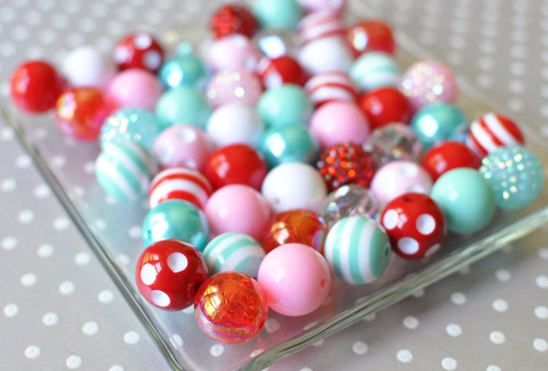 20mm Bubblegum beads 50 or 100 piece Winter Wonderland chunky beads wholesale Christmas gumball bead kit Pink red and aqua plastic beads