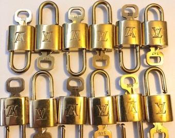 75a8d6f021 Autentica e originale serratura Louis Vuitton e set di chiavi autentico e  vintage
