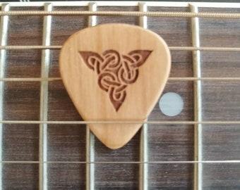 Celtic Knot, Oak Engraved Guitar Pick