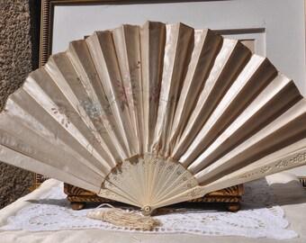 Victorian Antique French Fan, Cream Hand Fan, 1890 Vintage Ladies Edwardian Fan, Flowers, Paris Boudoir, Silk Tassel