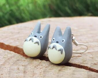 Boucles d'oreilles totoro gris (fimo) geek manga Miyazaki Ghibli chibi totoro mini petit mignon fait-main handmade idée cadeau noël fille