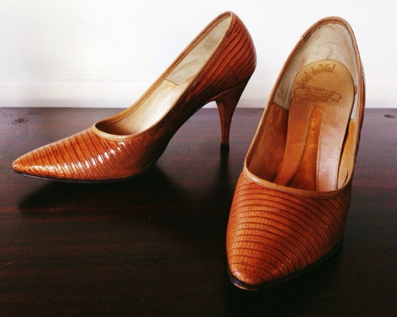 Bombshell 1950s Alligator Lizard high heel tan siz