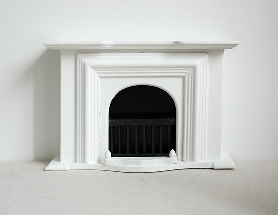 DOLLS HOUSE 1//12th SCALE  BLACK RESIN  VICTORIAN STYLE  FIREPLACE WITH FIRE
