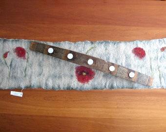 Poppy Table Runner, Felted Flower Table Runner, Red Poppy Wool Beige Table Linen, Poppy Decor, Wool Flower Runner, Table Cover, Tablecloth