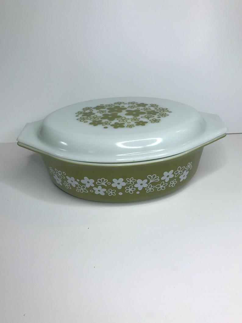 green and white daisy pattern Pyrex 045 crazy daisy casserole dish