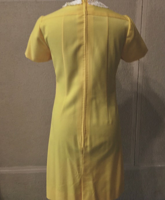 Original 60s Bright Yellow Peter Pan collar dress - image 6