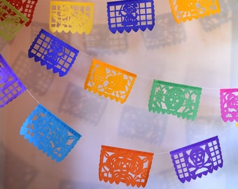 Day of the Dead Party Decorations   Halloween Banner Party Supplies   5 metre / 16ft Colourful Skeleton Banner w 15 Small Flags   UK EU