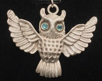 CF080 Pure silver owl with blue eyes that are manmade gems, high silver content .999
