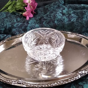 Vintage molded ribbed clear glass bowlcandy dish with decorative handles and scalloped edges