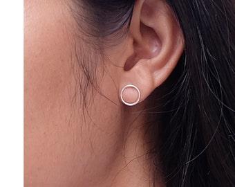 Ring Circle Silver Stud Earrings, minimalist stud earrings,  everyday earrings, tiny circle earrings, open circle, ring circle, minimal