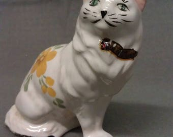 Souvenir of Co-Lee Dam Beige Cat with Pink Ears and Green Eyes Souvenir of Co-Lee Dam Cat Figurine
