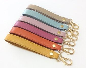 Wristlet keychain, leather wristlet strap for phone, wallet and keys, leather gift for her, gift for teacher. PulpoCreations.