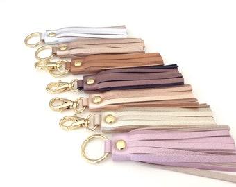 Leather tassel keychain. Leather key fob.Leather tassel charm. Purse charm. Silver leather keychain. Leather charm for bags. Car keys chain.
