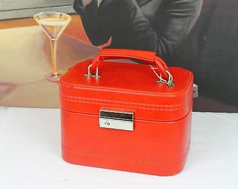 Vintage Red Vanity Case/1970's Vanity Case/Vintage Luggage/Vintage Red Train Case (Ref1997G)
