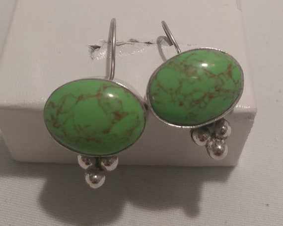 FREE SHIPPING- Vintage 925 Sterling Silver Drop Earrings with Bright Green Natural Semi-Precious Stone. Beautiful! Earrings for Pierced Ears
