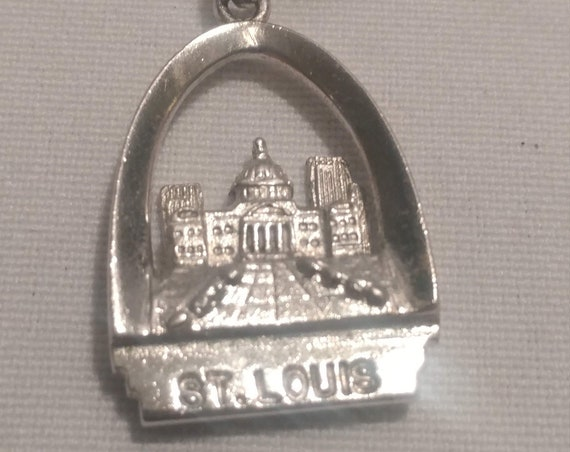FREE SHIPPING- Vintage Sterling Silver with Charm for Charm Bracelet. St. Louis Arch