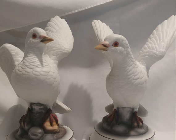 FREE SHIPPING- Vintage Pair of White Porcelain Dove Figurines by Andrea Sadak. Made in Japan