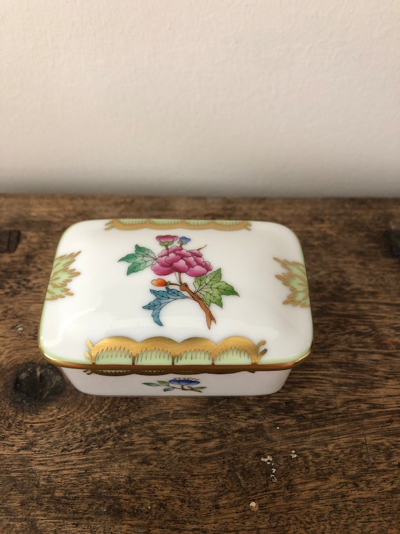 FREE SHIPPING-Herend Hungary-Queen Victoria-Porcelain Covered Box-Hand Painted