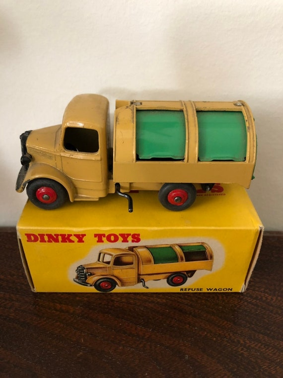 FREE SHIPPING-Dinky Toys-Made in England -#252- Refuse Truck