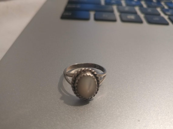 FREE SHIPPING- Vintage Sterling Silver Ladies Ring with Moonstone Gemstone. U.S. Ladies Size 7
