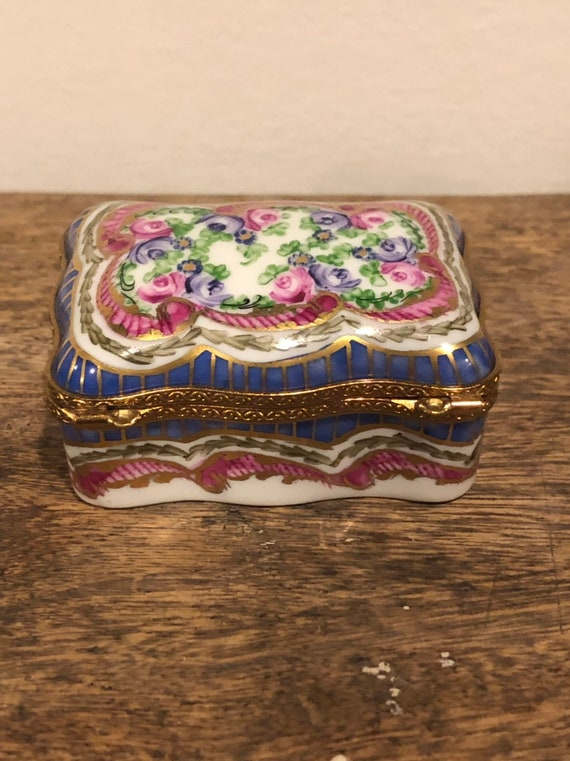 FREE SHIPPING-Limoges France-Hand Painted Porcelain-I Love You-Hinged Box