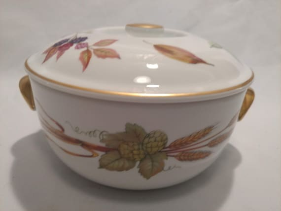 """FREE SHIPPING- Royal Worcester Fine China. """"Evesham Gold- 1961"""" Fruit Pattern with Gold Band.  6-5/8""""D, 1Qt Covered Casserole Dish."""