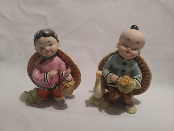 """FREE SHIPPING- Vintage Porcelain Asian Couple Figurines by SAUR Japan Fine China. 5-1/8"""" Tall x 3-1/2""""Wide"""