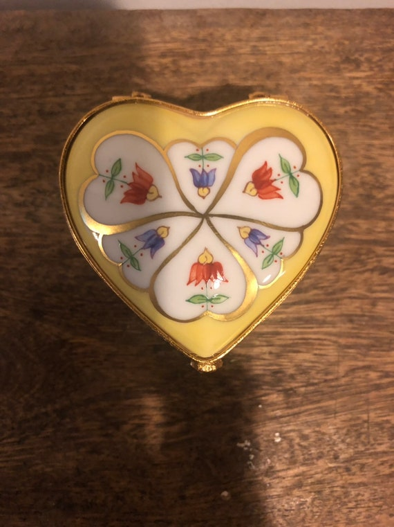 FREE SHIPPING-Tiffany-Made In France-Artist Signed-Heart Shaped-Pill-Trinket Box