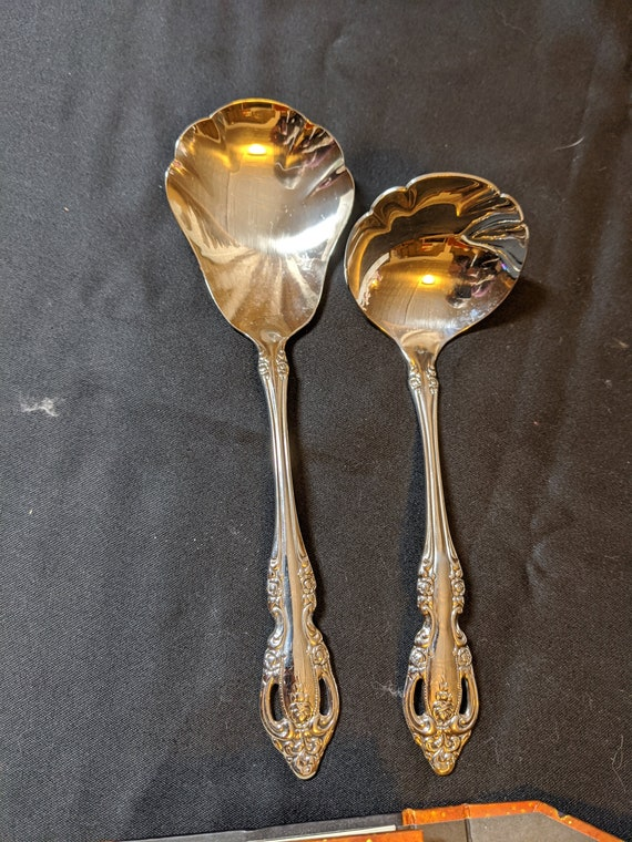 FREE SHIPPING- Vintage Stainless Steel 2 Piece Set. Oneida Community Stainless Steel. Michelangelo. Scalloped Serving Spoon & Gravy Ladle.