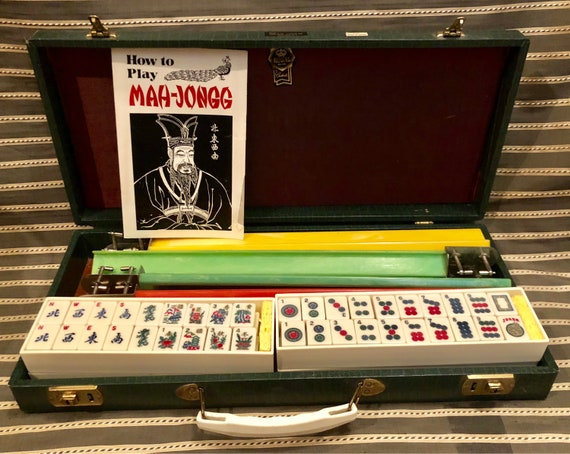 vintage-royal brand-mah-jongg-mahjong-160 bakelite tiles-in case-with key-how to play directions