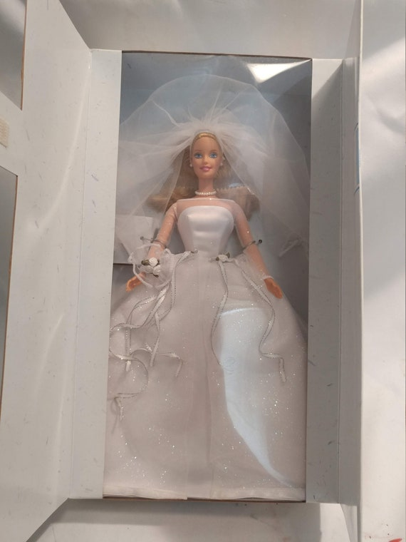 FREE SHIPPING-1999 Blushing Bride Barbie # 26074 Mint Condition. New in Box