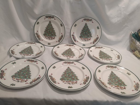 """FREE SHIPPING- Set of 8-Johnson Brothers England """"Victorian Christmas"""" 10-1/4""""d Dinner Plates. Black Backstamp."""